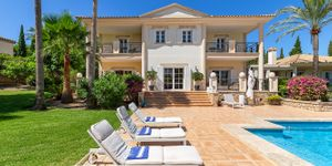 Luxury villa with sea views and a fantastic plot in Santa Ponsa (Thumbnail 2)