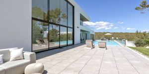 Modern villa with large garden plot for sale in Sol de Mallorca (Thumbnail 1)