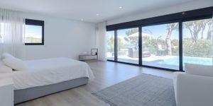 Modern villa with large garden plot for sale in Sol de Mallorca (Thumbnail 8)