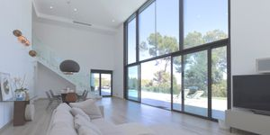 Modern villa with large garden plot for sale in Sol de Mallorca (Thumbnail 2)