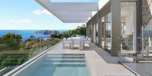 New villa for sale in outstanding location in Nova Santa Ponsa (Thumbnail 1)
