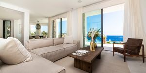 Exceptional villa in first sea line and south orientation (Thumbnail 8)