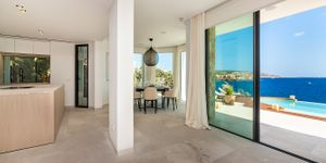 Exceptional villa in first sea line and south orientation (Thumbnail 9)