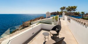 Exceptional villa in first sea line and south orientation (Thumbnail 7)