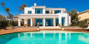 Exceptional villa in first sea line and south orientation (Thumbnail 2)