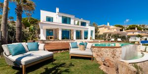 Exceptional villa in first sea line and south orientation (Thumbnail 3)