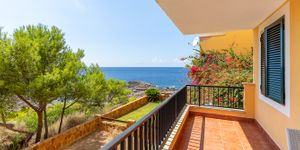 Sea view apartment in first sea line for sale (Thumbnail 2)