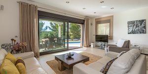 Mediterranean villa with sea views and close to the beach in Cala Vinyas (Thumbnail 4)