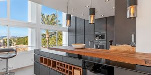 Modernized penthouse with sea views in a popular residence, Santa Ponsa (Thumbnail 4)
