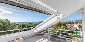 Modernized penthouse with sea views in a popular residence, Santa Ponsa (Thumbnail 1)