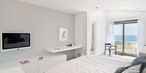 Modern sea view villa for sale in Nova Santa Ponsa (Thumbnail 6)