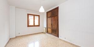 Large apartment to renovate in Palma (Thumbnail 7)