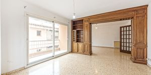 Large apartment to renovate in Palma (Thumbnail 4)