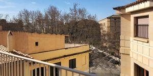 Large apartment to renovate in Palma (Thumbnail 1)