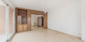 Large apartment to renovate in Palma (Thumbnail 10)