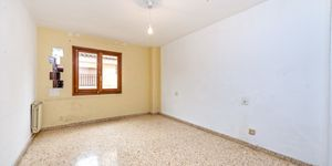 Large apartment to renovate in Palma (Thumbnail 8)