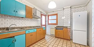 Large apartment to renovate in Palma (Thumbnail 6)