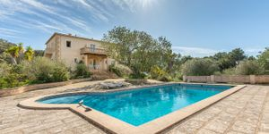 Well maintained finca with pool in Cas Concos (Thumbnail 1)