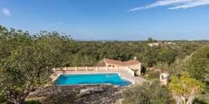 Well maintained finca with pool in Cas Concos (Thumbnail 2)