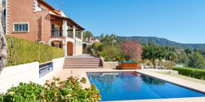 Villa for sale in Bunyola with views up to Palma (Thumbnail 1)