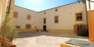 Villa in Palma - Herrenhaus mit viel Potential und Meerblick (Thumbnail 3)