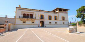 Villa in Palma - Herrenhaus mit viel Potential und Meerblick (Thumbnail 1)