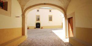 Villa in Palma - Herrenhaus mit viel Potential und Meerblick (Thumbnail 7)