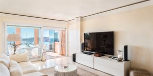 Modern penthouse for sale above Port Adriano (Thumbnail 3)