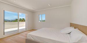 Modernized villa with sea views in Santa Ponsa (Thumbnail 9)