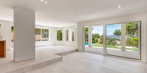 Modernized villa with sea views in Santa Ponsa (Thumbnail 5)