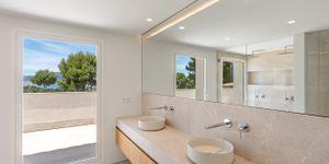 Modernized villa with sea views in Santa Ponsa (Thumbnail 10)
