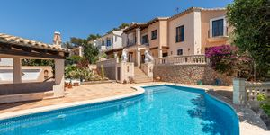 Sea view villa with guest house for sale in Nova Santa Ponsa (Thumbnail 3)
