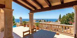 Sea view villa with guest house for sale in Nova Santa Ponsa (Thumbnail 7)
