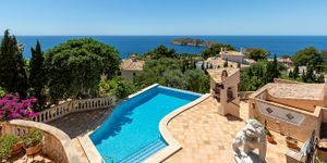 Sea view villa with guest house for sale in Nova Santa Ponsa (Thumbnail 4)
