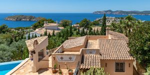 Sea view villa with guest house for sale in Nova Santa Ponsa (Thumbnail 1)