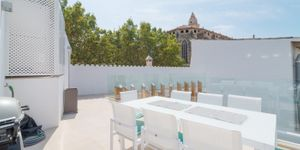 Luxury townhouse with pool and garage in old town of Palma (Thumbnail 1)
