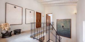 Villa im Fincastil mit Blick in die Bucht von Camp de Mar (Thumbnail 9)