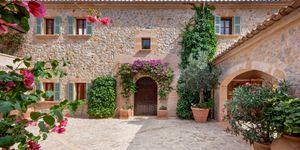 Villa im Fincastil mit Blick in die Bucht von Camp de Mar (Thumbnail 3)