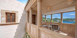 Villa im Fincastil mit Blick in die Bucht von Camp de Mar (Thumbnail 5)