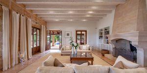 Villa im Fincastil mit Blick in die Bucht von Camp de Mar (Thumbnail 7)