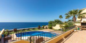 Charming house in first sea line in Nova Santa Ponsa (Thumbnail 2)