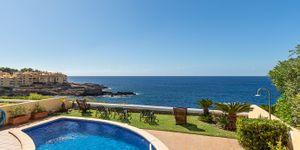 Charming house in first sea line in Nova Santa Ponsa (Thumbnail 1)