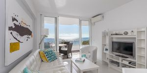 Sea view apartment on the first sea line in Camp de Mar (Thumbnail 4)