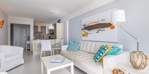 Sea view apartment on the first sea line in Camp de Mar (Thumbnail 5)