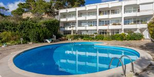 Sea view apartment on the first sea line in Camp de Mar (Thumbnail 3)