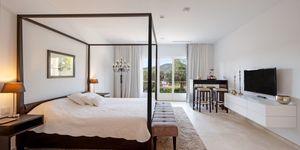Vila s moderním interiérem a výhledem na moře v Camp de Mar, Malorka (Thumbnail 8)