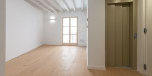 Exclusive town house with 4 apartments in a desirable location in Palma (Thumbnail 4)