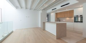 Exclusive town house with 4 apartments in a desirable location in Palma (Thumbnail 3)