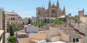 Exclusive town house with 4 apartments in a desirable location in Palma (Thumbnail 1)