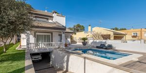 Detached villa with swimming pool for sale in El Toro (Thumbnail 3)